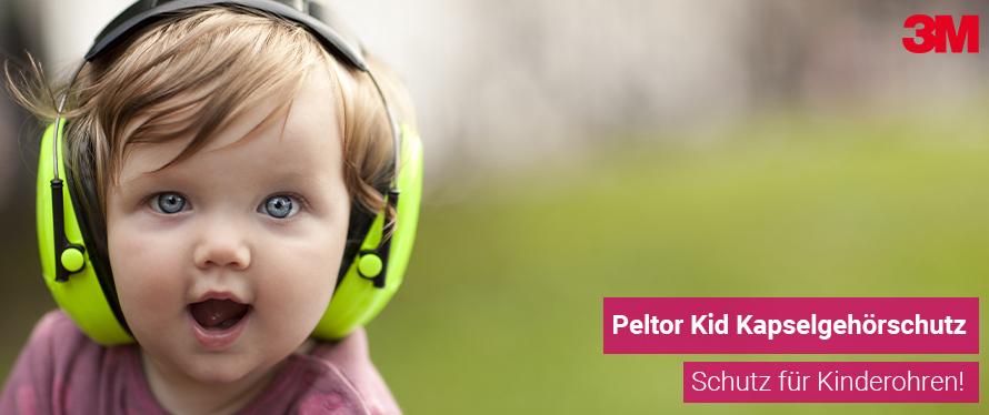 Kleinkind mit Gehörschutz